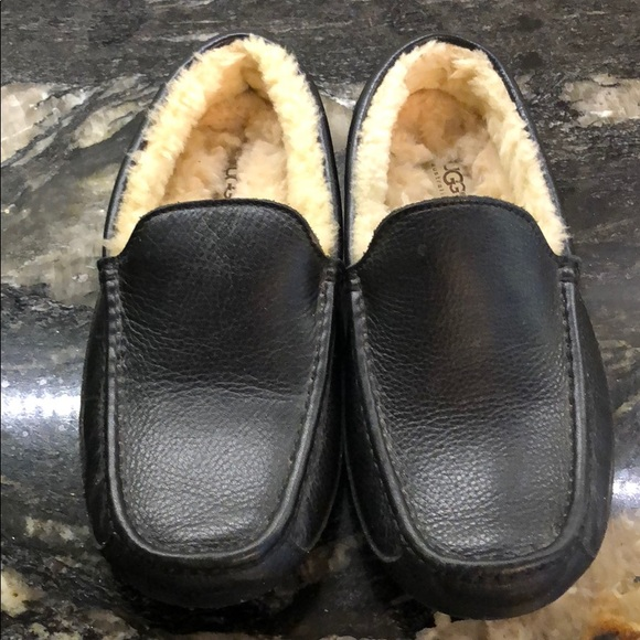 3b106976415 Uggs men s Ascot leather slippers. M 5acfad3ba6e3ea4807c09e52